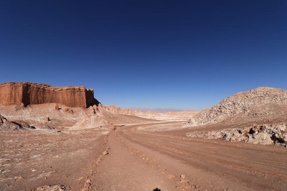 Chile in drei Wochen: Unbefestigte Straße im Valle de la Luna in der Atacama Wüste