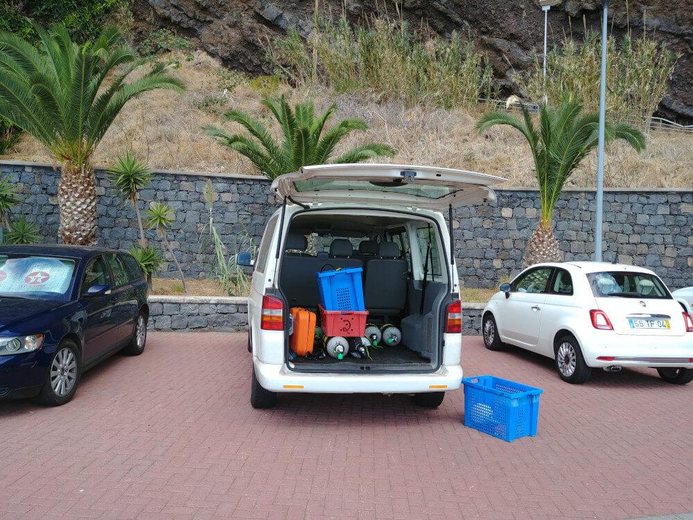 Auto mit Tauchausrüstung für Schnuppertauchen auf Madeira