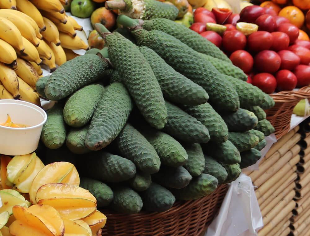 Obst auf Madeira: Monstera Deliciosa