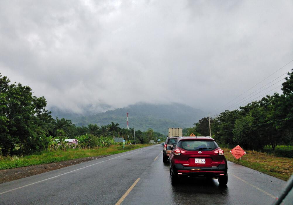Nasse Straße in Costa Rica