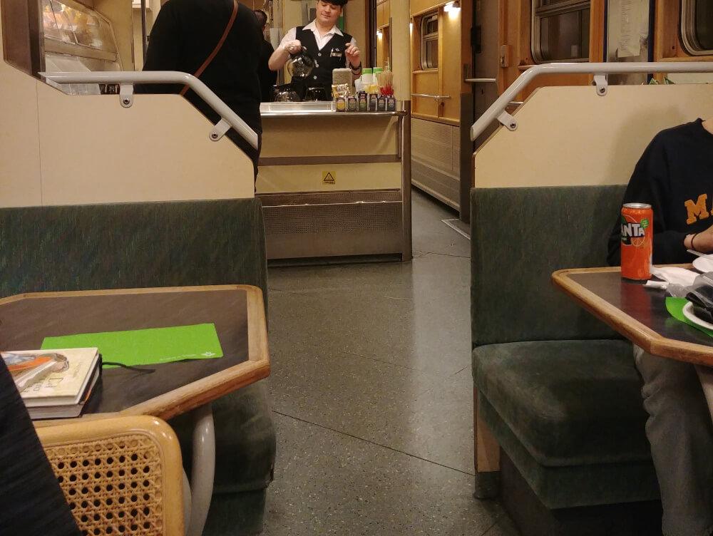 Bordrestaurant im schwedischen Nachtzug nach Lappland