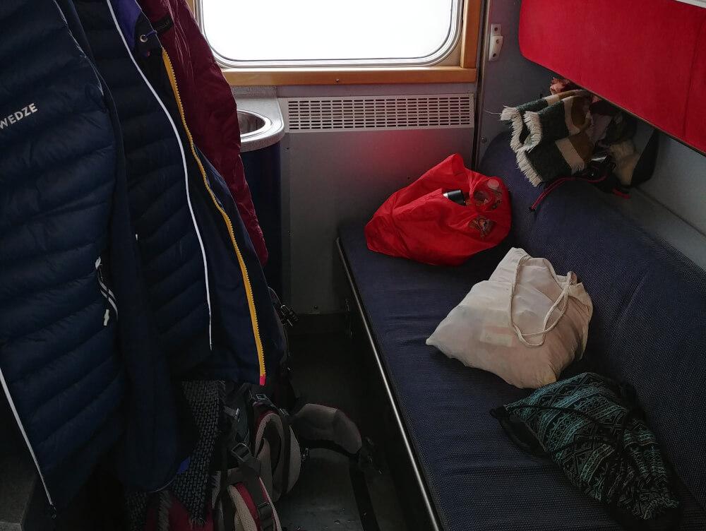 Schlafabteil im schwedischen Nachtzug bei Tag