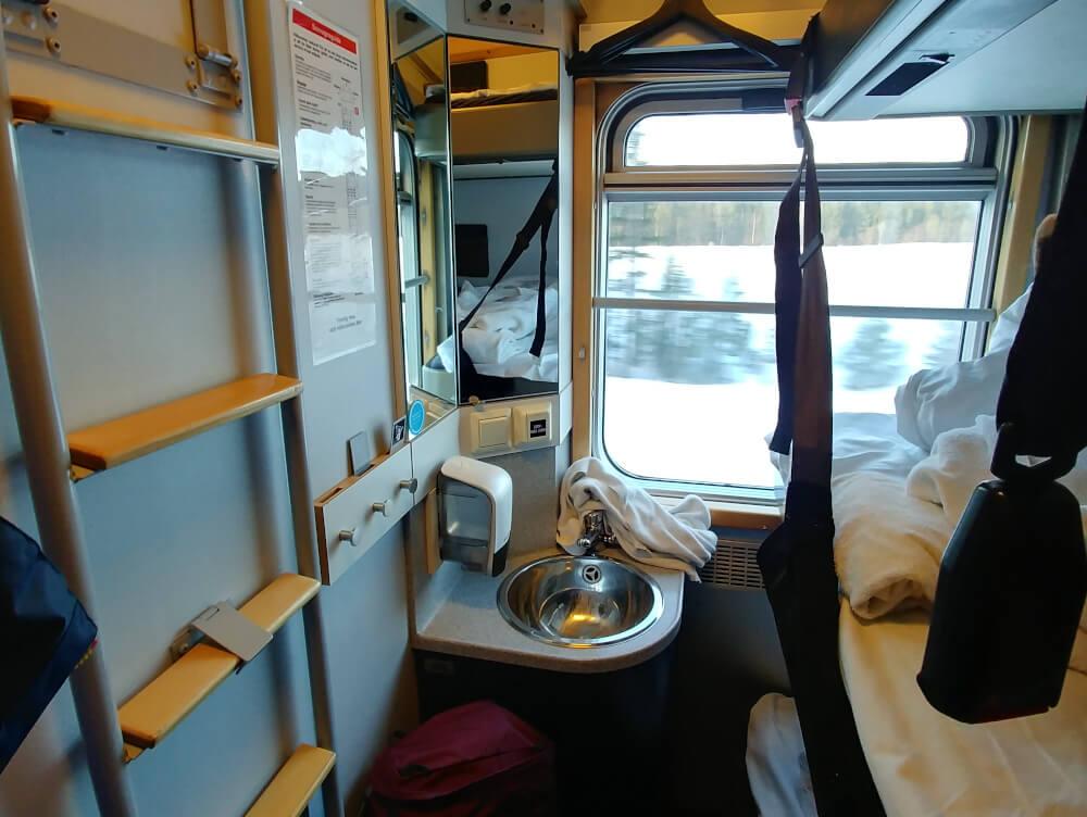 Schlafabteil im schwedischen Nachtzug von Innen