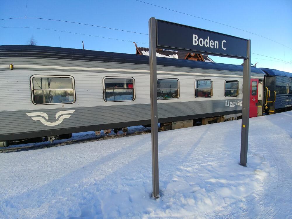 Waggon eines schwedischen Nachtzugs der SJ von außen
