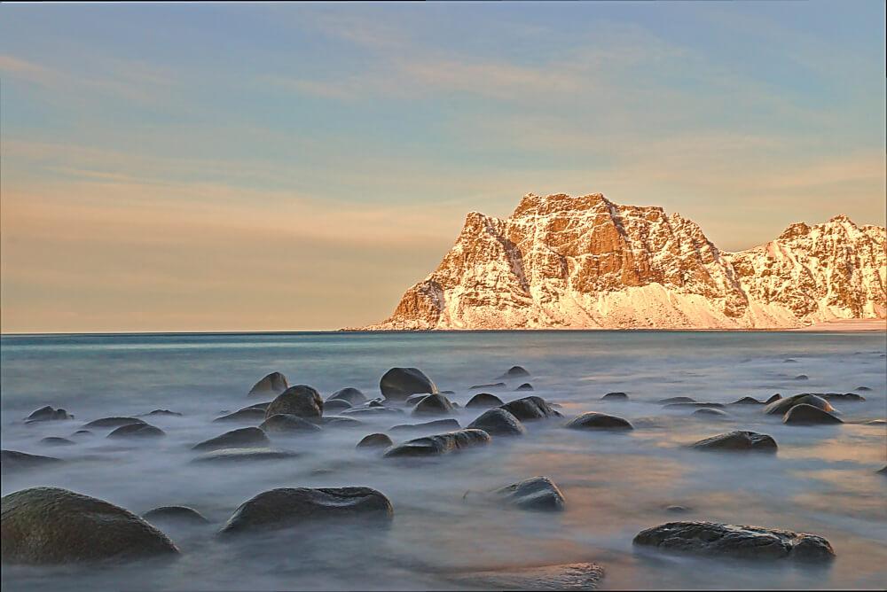 Uttakleiv Beach im Winter