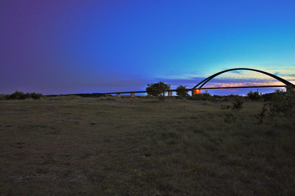Sehenswürdigkeiten Fehmarn: Fehmarnsundbrücke abends