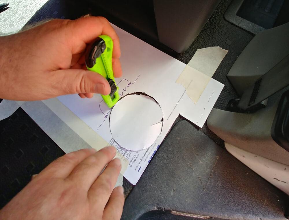 Papierschablone für Bodenplatte im Wohnmobil