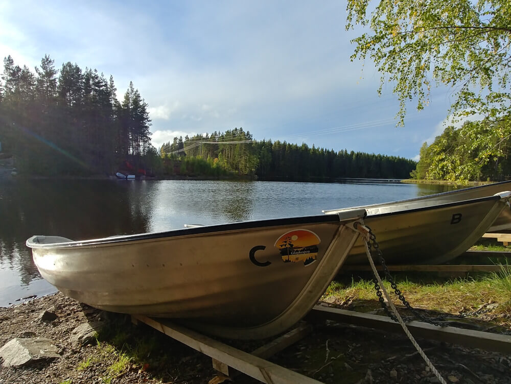 Mit dem Van in Schweden: Bootfahren auf schwedischen Seen