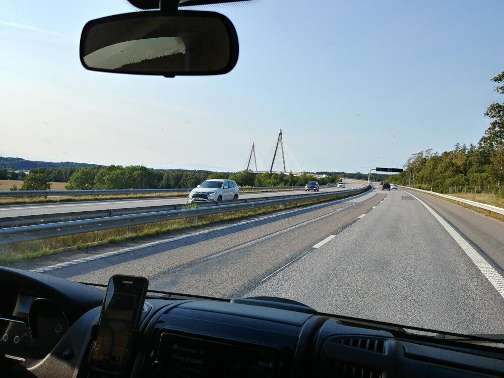 Camping in Schweden: Mit dem Camper auf der schwedischen Autobahn